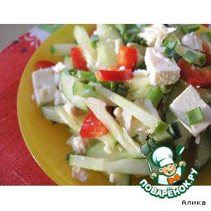 Рецепт Овощной салат с курицей и  домашним сыром
