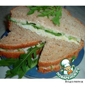 Рецепт Сэндвич с яйцом, рукколой и огурцом