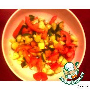 Рецепт Салат из малосольных огурцов и свежих помидоров