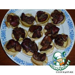 Рецепт Канапе с куриной печенью, репчатым луком и яблоками