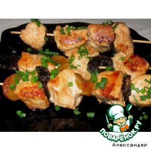 Рецепт Куриные шашлычки с сухофруктами в красном маринаде