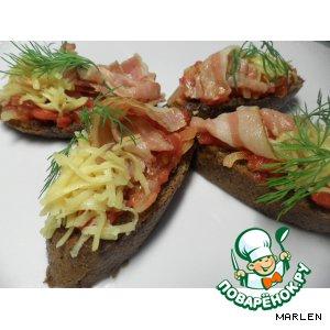 Рецепт Помидоры с беконом на чесночном хлебе