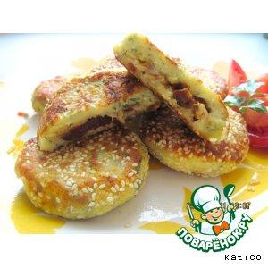 Рецепт Творожные зразы с начинкой из сыра и вяленых помидоров