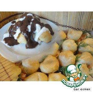Рецепт Десерт с мороженым, профитролями, шоколадным соусом и профитроли закусочные