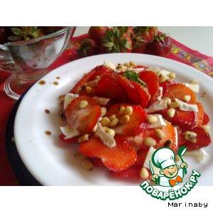 Рецепт Клубничное карпаччо с сыром и орешками