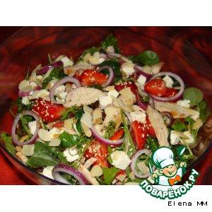 Рецепт Салат с курицей и клубникой