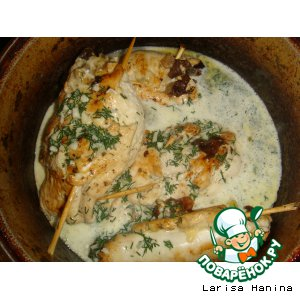 Рецепт Куриные рулетики с грибами и сыром в сметанном соусе