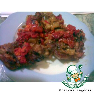 Рецепт Телятина с помидорами, жареным луком и базиликом