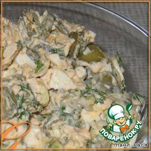 Рецепт Салатик с курочкой, маринованными огурцами и луком пореем