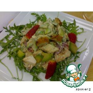 Рецепт Салат из куриной грудки с клубникой