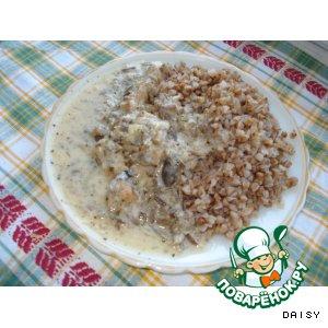 Рецепт Мясо, тушенное в сметанном соусе с грибами и базиликом