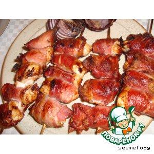Рецепт Сувлаки из куриной грудки с беконом