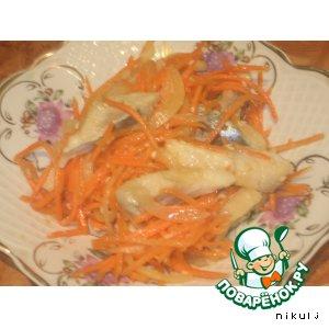 Домашняя селедка с овощами и кунжутом