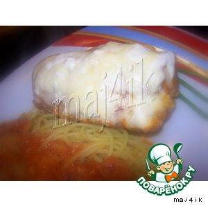 Рецепт Сочные рулетики из куриной грудки в томатно-винном соусе, да под сливочно-сырной шапкой