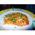 Лазанья с помидорами, сыром и беконом