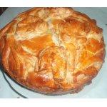 Пирог из слоеного теста с красной рыбой и картошкой