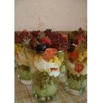 Салат с чипсами и клубникой