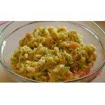 Салат из молодой капусты с креветками