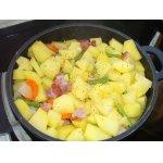 Тушеная картошка с салом и стручковой фасолью