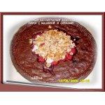 Быстрый рассыпчатый шоколадный пирог с  малиной и орехами