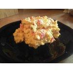 Салат с крабовыми палочками, печеным перцем и карри