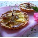Тарталетки с яблоками и кремом