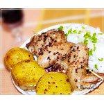 Запечeнная картошка и маринованные куриные крылья