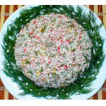 Крабовый салат с рисом и укропом