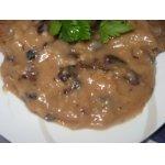 Грибной соус с изюмом и черносливом