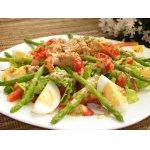 Салат с мини-спаржей, раковыми шейками и тунцом