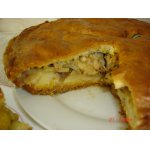 Пирог с курицей, картофелем и луком