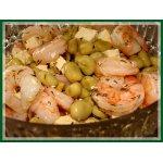 Салат из бобов, сыра и креветок