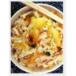 Капустный салат с курицей и манго