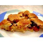 Сливово-яблочный теплый пирог