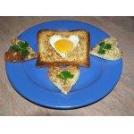 Яичные сердечки в белом хлебе