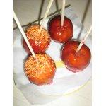 Яблоки на палочках в карамели