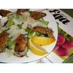 Теплый салат с мидиями и соусом из анчоусов