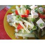 Овощной салат с курицей и  домашним сыром