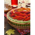 Кремовый пирог с персиками и розовой водой