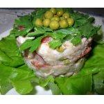 Салат из печени трески, с овощами и рисом