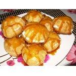 Миндальные пирожные в золотой карамели