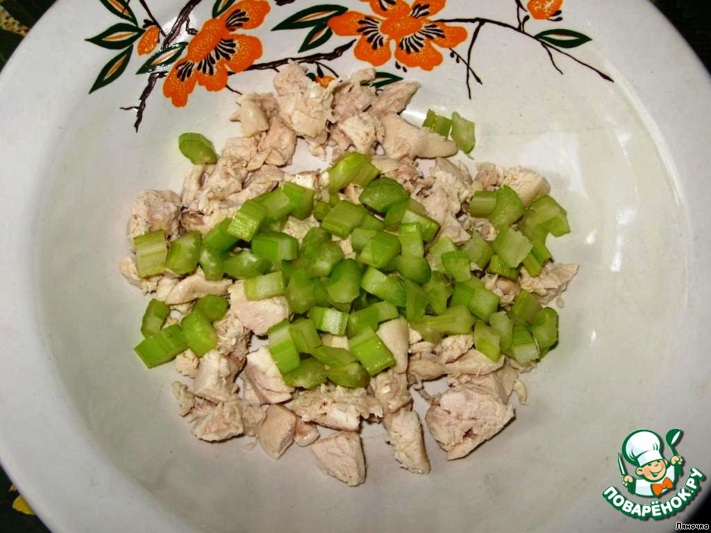 салат из сельдерея винограда и курицы
