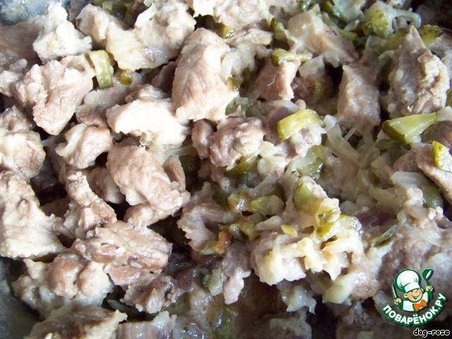 жареное мясо с солеными огурцами рецепт