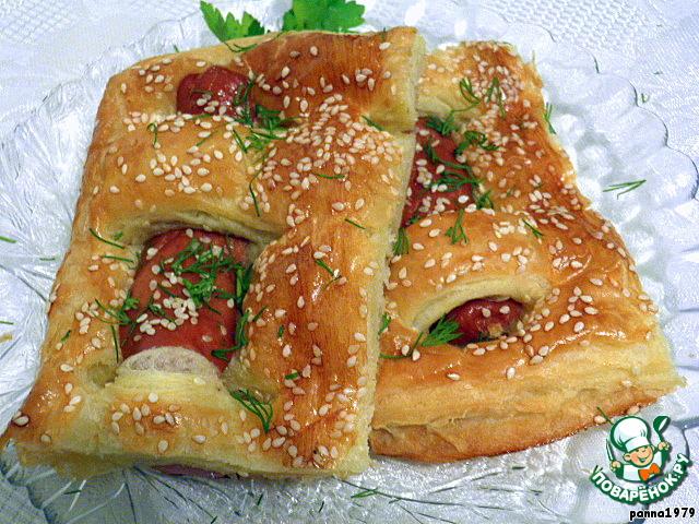 Пирожки из слоеного теста с сосиской рецепт
