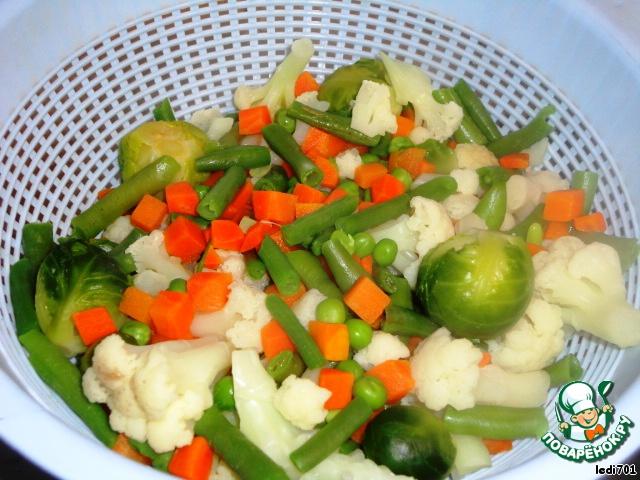 Салат с кальмарами ананасом и пекинской капустой