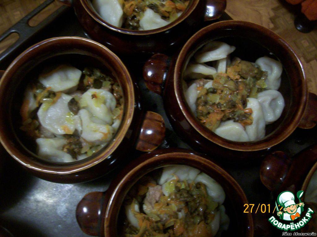 пельмени в горшочке с грибами в духовке рецепт с фото