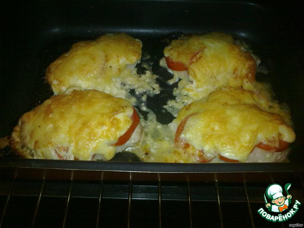 Курица в духовке в майонезе с помидорами