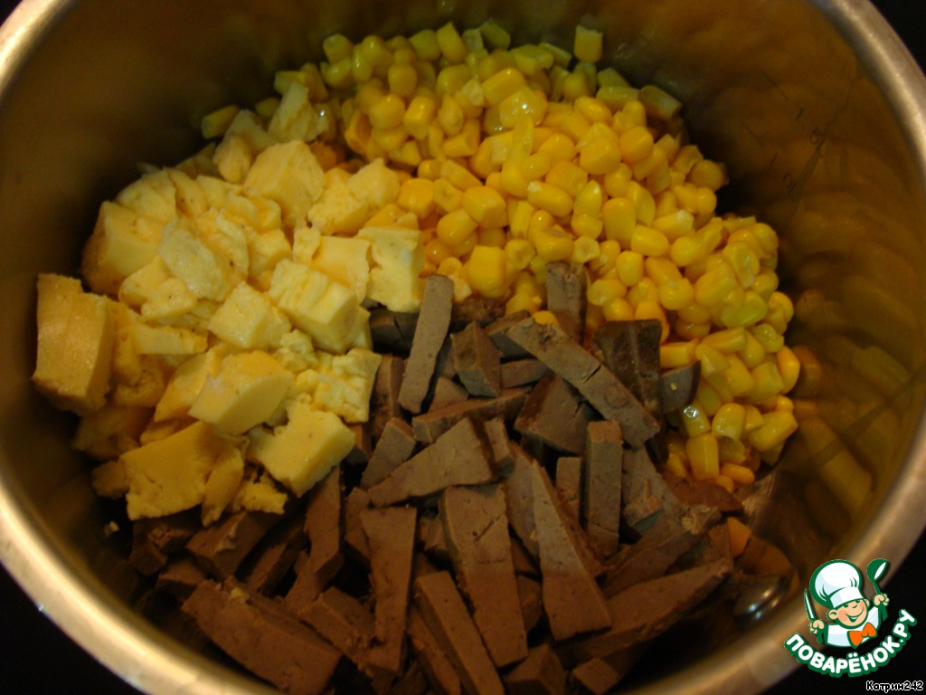 Салат палермо с печенью и амлетом