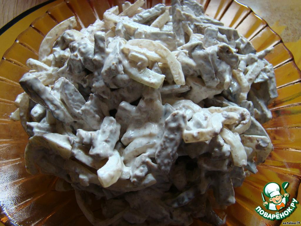 рецепт салата с печенью слоеный с маринованным луком