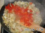 Ароматная гречка с сердечками и грибами в горшочках Гречка